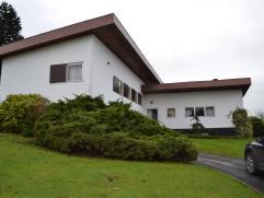 Deze open bebouwing in bungalow stijl is gesitueerd in Nederbrakel op korte afstand van het centrum van Brakel.