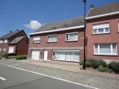 Deze woning is gelegen in het centrum van Elst, deelgemeente van Brakel. De grote woning heeft een mooi onderhouden tuin en staat op een perceel met e