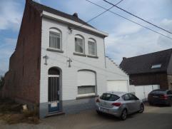 Deze woning is gelegen in een doodlopend straatje te Hillegem, deelgemeente van Herzele. De woning is voorzien van een kelder, gelijkvloers, 1ste verd