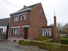 Deze te renoveren woning is mooi gelegen in Michelbeke, deelgemeente van Brakel. De woning heeft een droge kelder. Het gelijkvloers omvat een living,