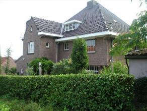 Rustig gelegen landhuis met spectaculair zicht op Tielrode Broek Dit landhuis, met een bewoonbare opp. van 444 m2, is gelegen in het charmante dorpje