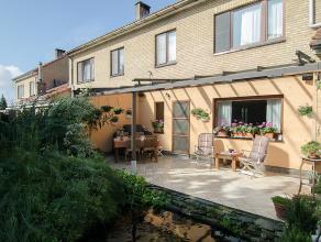 Ruime halfopen bebouwing met groot terras en gezellige tuin, gelegen in een rustige buurt en op een steenworp van de uitvalswegen naar Antwerpen-Gent-