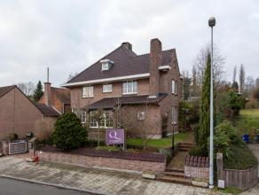 Dit landhuis, met een bewoonbare opp. van 444 m2, is gelegen in het charmante dorpje Tielrode, op wandelafstand van de lokale winkels, de Zaat en Tiel