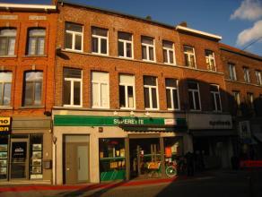 De Stapelstraat, is één van de drukke winkel- en wandelstraten van centrum Sint-Truiden, hier treffen we ter hoogte van nummer 57 op de