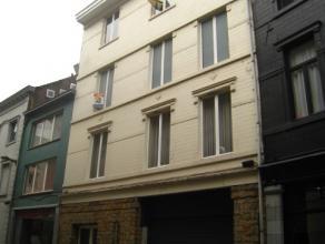 De Beekstraat is een zijstraat van de winkelstraat en bovendien gelegen vlakbij de Grote Markt van Sint-Truiden, hier vinden we ter hoogte van nummer
