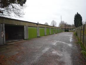 Afgesloten garagebox aan de rand van de stad