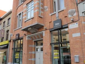 KNAPPE HANDELSZAAK – 115m² - OP EEN GOEDE LOCATIE !   Maak kennis met de Tiensesteenweg, een typische en goed gekende winkelstraat in Sint-Trui