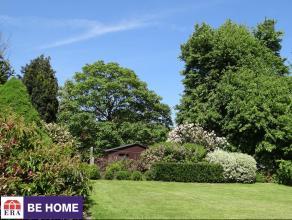 En bordure des champs, tout en étant proche de toutes les facilités, spacieuse villa d'une qualité exceptionnelle érig&eac