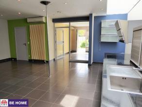 Spacieux appartement rez-de-chaussée idéalement situé dans le centre, à proximité de toutes les commodités t