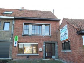 Deze woning is gelegen in het centrum van Beveren-Roeselare. De woning is uitstekend bereikbaar, op enkele minuten van de E403 en van de ring rond Roe