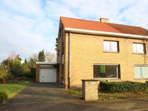 Half open woning met centrale ligging nabij centrum Roeselare, en op enkele minuten van de oprit van de E403.De woning bestaat uit inkomhal met toilet