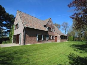 Dit landhuis is gelegen net buiten de ring rond Roeselare en heeft een uitstekende bereikbaarheid en verbinding naar de ring en de autosnelweg (5 min.