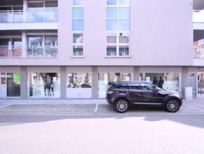 Winkelruimte/kantoor/showroom gelegen op de hoek van de Sint-Amandsstraat en de Henri Horriestraat.Het pand heeft een grote etalage wat zorgt voor een