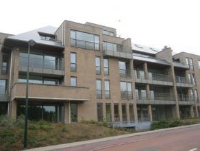 Zeer ruim en welgelegen 2-slpk appartement Het appartement is afgewerkt in uiterst kwalitatieve materialen. Overal dubbele beglazing en grote schuifra
