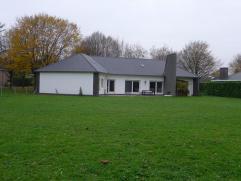 Ruime villa in groene residentiële omgeving Mooie, ruime (bewoonb. opp : 151m²) villa met aangename ruimtes in een mooie bomenlaan op een pe