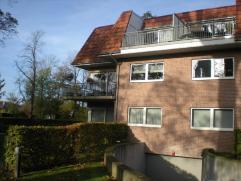Prachtig villa-appartement in privé-park te Wetteren Mooi appartement op de eerste verdieping. Gelegen in een privé-park met zicht op de