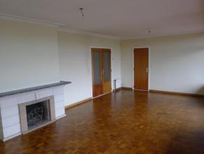 Ideale eerste woonst of opbrengsteneigendom Zeer net, ruim en lichtrijk appartement op de 5e verdieping. Uitstekend gelegen, op fietsafstand van Gent