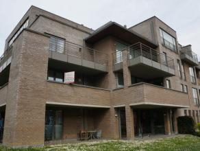 In een gebouw van 2006, heel mooi en ruim appartement van +- 134 m² op de 1e verdieping, met een grote living, volledig ingerichte keuken, 2 ruim