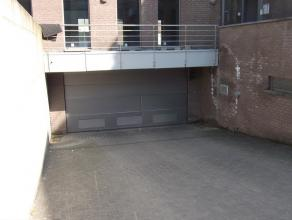 Ondergrondse autostaanplaats In het centrum van Wachtebeke. Beschikbaar vanaf 1 mei 2016. Duurtijd huurcontract bespreekbaar. 40euro per maand + 5euro