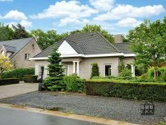 Zeer goed onderhouden en energiezuinige villa, gelegen in een prachtig groene omgeving in Balen met 3 slaapkamers, garage en fijne tuin middenin het g