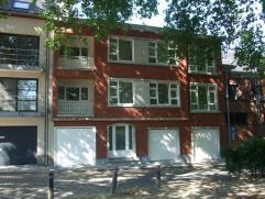 nieuw gerenoveerd (2014) 2-slpk appartem. te huur (85 m2) in gebouw met 2 appartem. Rustig & discreet gelegen in groene omgeving nabij openbaar ve