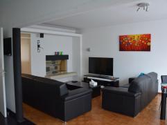 Appartement de 75m2 entierement rénové en 2011 style LOFT + Garage + Emplacement 2 voitures! Au premier étage d'un petit immeuble