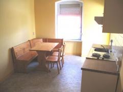 Loue à Arlon un petit appartement/studio de 30m² composé  d'une chambre, un séjour avec cuisine équipée et d'u