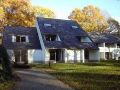 In een prachtige domein HENGELHOEF gelegen in Park Midden Limburg grondgebied Houthalen Helchteren Verhuren wij onze mooi nieuw ingerichte vakantiewon