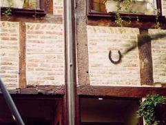 A VOIR Etant en fin de carrière, nous vendons notre immeuble à 15 m. de la Place du Marché (très vivant) de liège A