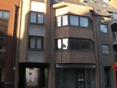 GENK: Mooi, centraal gelegen gerenoveerd (2012) appartement met 2 slaapkamers, living, badkamer, keuken. Huurprijs 650 € / maand + 25 € geme