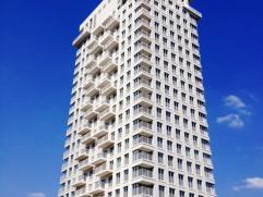In Residentie De Lichttoren, gelegen aan Park Spoor Noord, bevindt zich op de 14de verdieping dit prachtig afgewerkte appartement. Met uitzicht op het