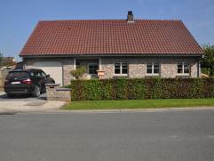 Recent vernieuwde woning in hedendaagse landelijke stijl met zeer verzorgde tuin en zongericht terras in een rustige wijk. Dicht bij centrum en de E4O