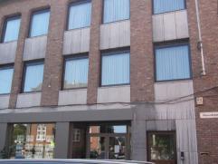 Ideaal gelegen appartement met 2 slpk te centrum Kontich  Dit appartement op de eerste verdieping is gelegen in het hartje van Kontich. U komt bin