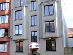 Charmant appartement met lichtrijke leefruimte, houten vloer, volledig vernieuwd, ideaal voor jonge mensen! bestaat uit: leefruimte met open keuken, v