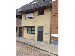Uit de hand te koop: Ruime, instapklare woning nabij sterrebos. De woning is perfect doch rustig gelegen dichtbij het stadscentrum van Roeselare (2,5