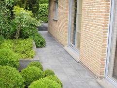 OPENKIJKDAG: Zondag 2 November van 14.00 tot 17.00 uur!!  Roeselare – Luxueuze, gelijkvloerse villa met hedendaags comfort te koop Gelegen in de