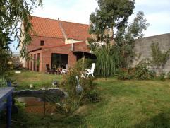 Grotendeels gerenoveerd huis met nieuwe extensie.  Rustig, gelegen in private wegel.  Ideale ligging: vlakbij de winkels en het centrum van Gistel en