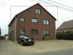 Het appartement bevindt zich op de eerste verdieping,in een blok van 4 appartementen die zeer rustig gelegen is, buiten het centrum van Genk.  Ieder a
