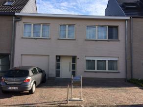 Gesloten bebouwing met een gevelbreedte van 10m gelegen op een rustige en aangename locatie te Branst (Bornem) op 500m van de Scheldedijk. GLVL: mooie