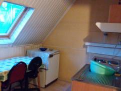 Joli studio lumineux dans un calme immeuble. pièce de vie, coin cuisine équipé, presque neuve.  Prix: 300€ +50€ charges