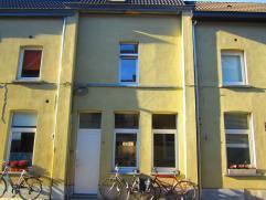 Gezellige woning met mooie stadstuin gelegen in een rustige eenrichtingsstraat. Op fietsafstand van centrum Gent, het Zuid, station Sint-Pieters en Da