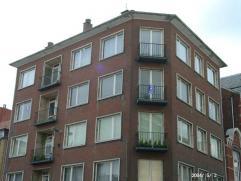 Groot familie appartement bestemd als hoofdverblijfplaats (domiciliëring). Goede ligging met uitstekende toegang tot openbaar vervoer. Maandelijk