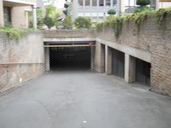 Vaste autostaanplaats n° 17 onder het Jeneverplein in het centrum van de stad.Ingang via de Martelarenlaan.Deze standplaats is ideaal voor mensen