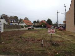 Bouwgrond voor halfopen bebouwing , gelegen op de hoek van  Geelsebaan en Bergenstraat. Alle nutsvoorzieningen zijn reeds  aanwezig. Op wandelafstand