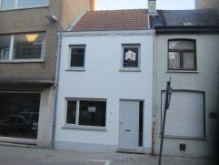 Rijwoning in Gistel Centrum: volledig gerenoveerd - inkom - ruime living - salon - volledig ingerichte keuken (incl. vaatwas - koelkast - combi-oven -