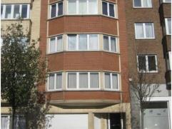 Agréable appartement à vendre au Heysel dans une petite co-propriété et comprenant 1 living de 35 m², une chambre r&e