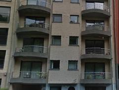 Brusselsesteenweg (in de buurt van het KBC hoofdkantoor). Appartement op de 3de verdieping met 2 slaapkamers (1 slaapkamer doet momenteel dienst als b
