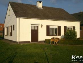 Gezellige alleenstaande woning met tuin te huur. Het huisje is ideaal voor een startend koppel en bestaat uit  een keuken, living, badkamer met ligbad