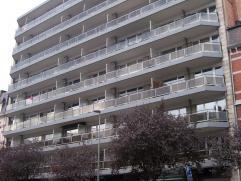 Bel appartement 2 chambres, living, cuisine avec garde-manger, deux terrasses, situé à 10 minutes de Gare Guillemins à pied, superficie 100 m² environ