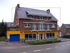 Ligging: Het appartement is gelegen aan de rand van het centrum van Genk. Het heeft een mooi uitzicht op de Sint-Martinuskerk! Handelszaken, mutualite